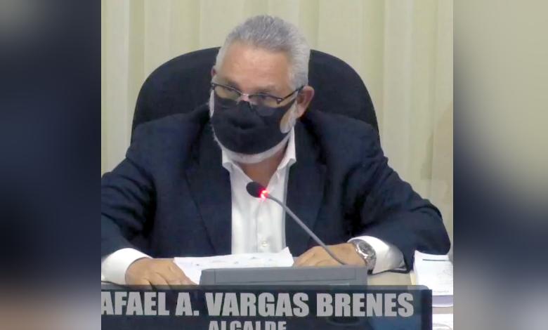 Alcalde municipal presenta informe de labores 2020